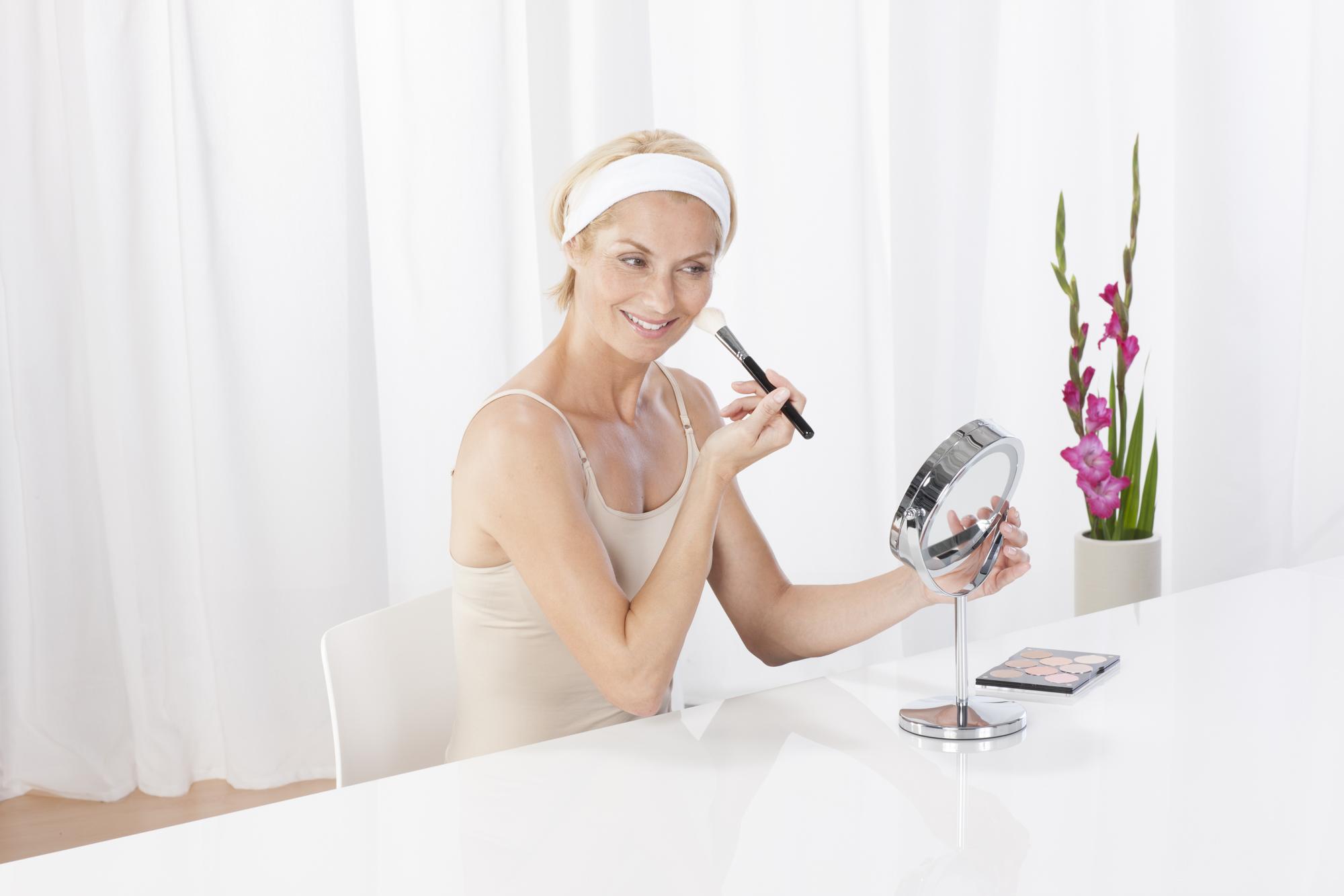88550_CM_840_Kosmetikspiegel_Anwendung.j